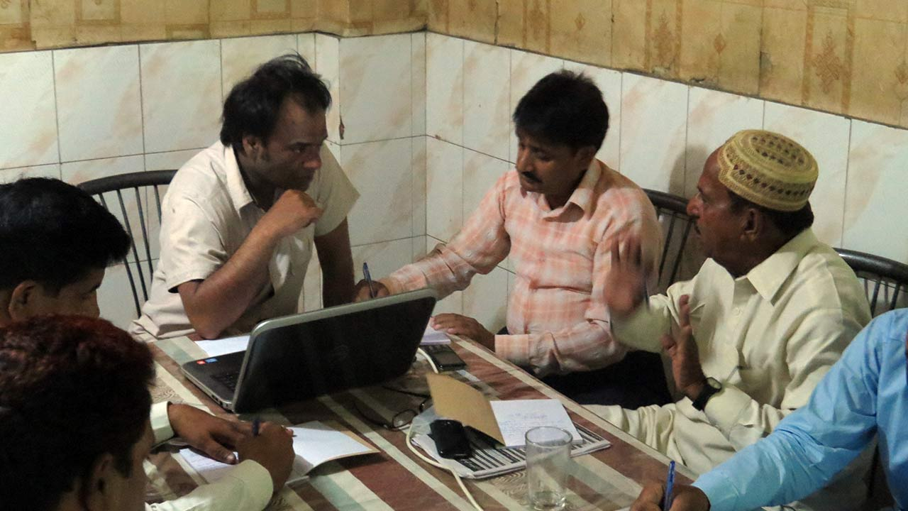 "Learning session for journalists in Khairpur, Sindh on ""Human Rights and Minorities' Reporting"""